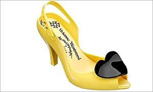 Эти туфли резиновые.  Вот мне только интересно: как в них ходить можно?
