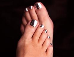 Перламутровые лаки для ногтей фото