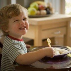Почему детям нельзя давать манную кашу
